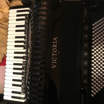 Victoria A420V accordion